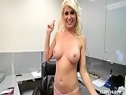 Naked Hottie MILF Mikki Lynn Tugjob